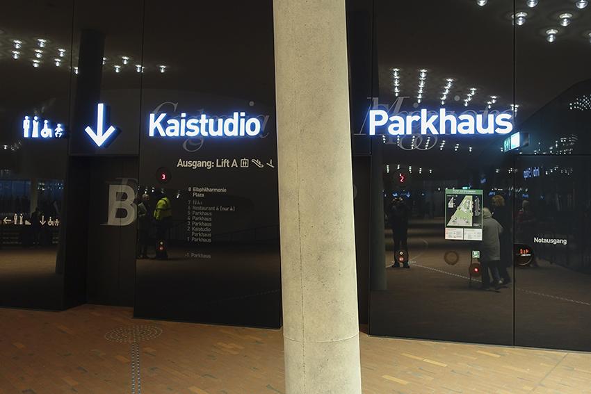 Die Plaza der Elbphilharmonie Hamburg Plaza Fahrstühle