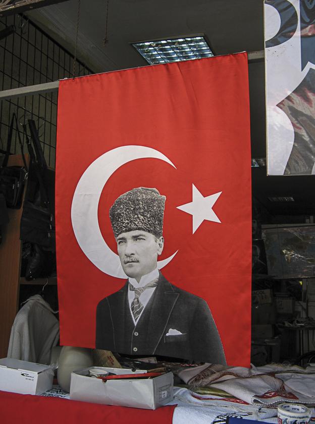 City Galerie Istanbul, Marrakech, Lissabon Türkenfahne mit Atatürk