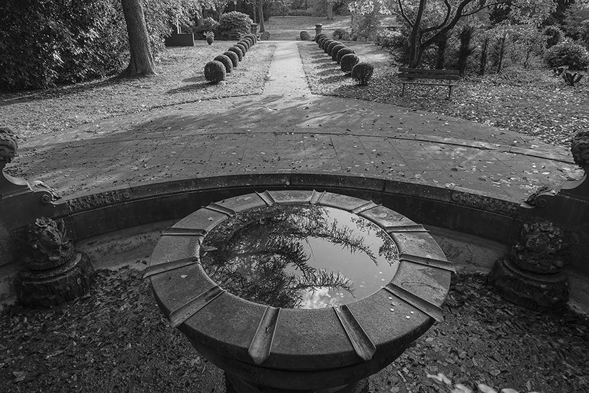 Ohlsdorfer Friedhof Brunnen mit Allee