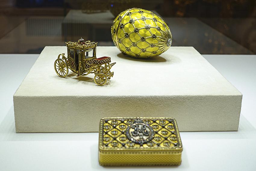 Zarenstadt Sankt Petersburg - Fabergé - Katharinenpalast Fabergé Ei und Kutsche