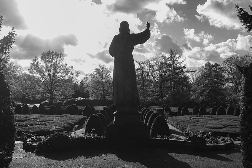 Ohlsdorfer Friedhof Jesus Statue