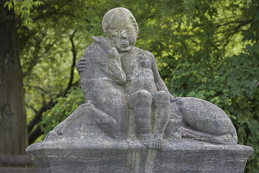 Kind mit Hirsch