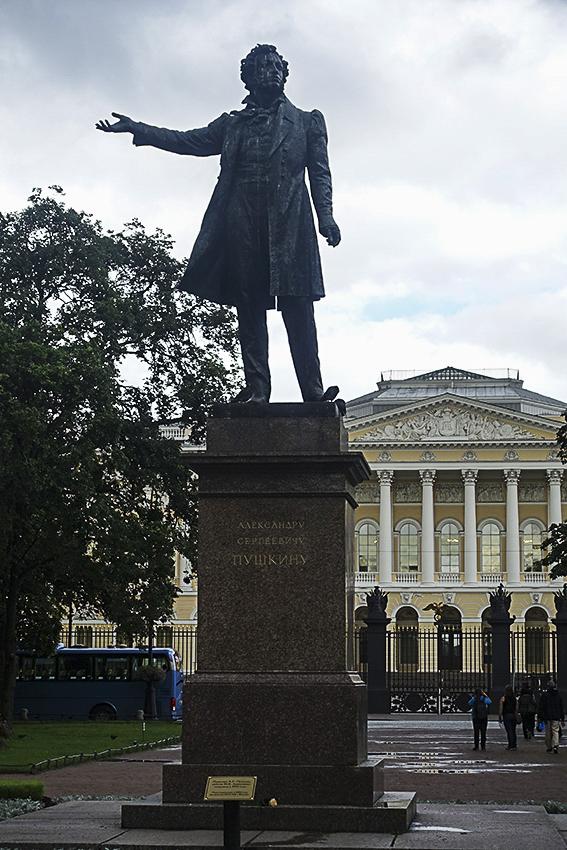 Zarenstadt Sankt Petersburg - Fabergé - Katharinenpalast Puschkin Denkmal