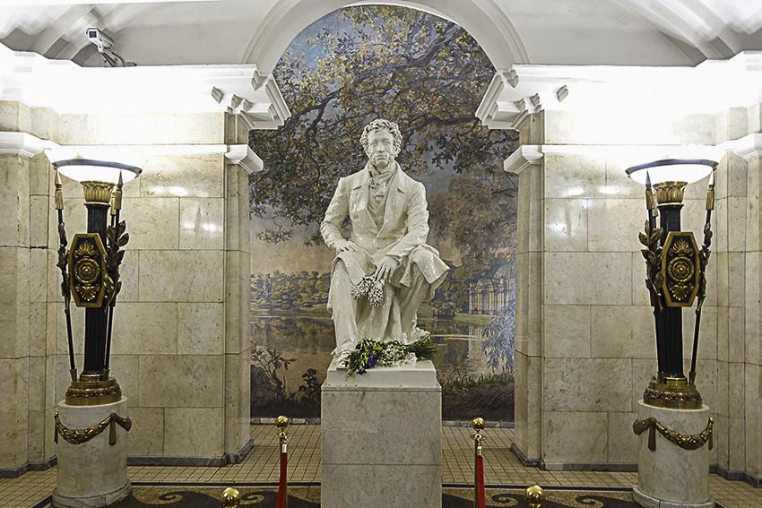 Sankt Petersburg - Metro - Paläste für das Volk Staion Puschkinskaja
