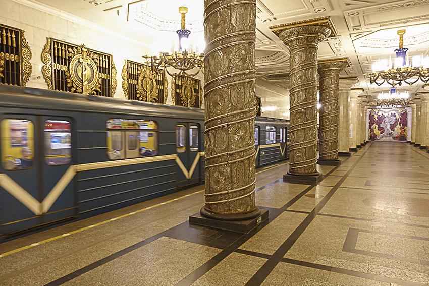 Sankt Petersburg - Metro - Paläste für das Volk Station Awtowo