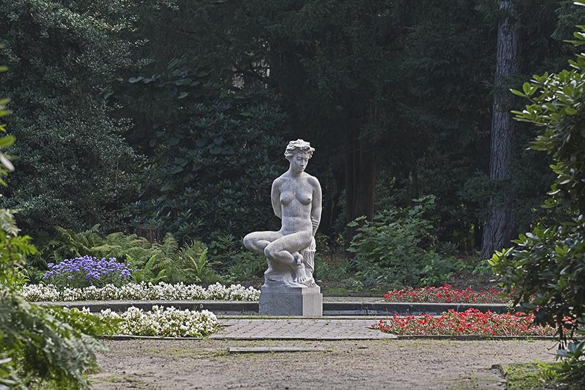 Hamburg Stadtpark Skulpturen Weibliche Akt